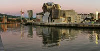 Museo_Guggenheim_Bilbao,_Bilbao._(23811575350