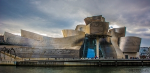 Museo_Guggenheim_Bilbao,_Bilbao._(23811575351)